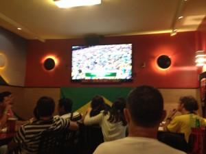 Nerveuze spanning in Jóia Carioca voor de wedstrijd maar slap gejuich bij de penalty