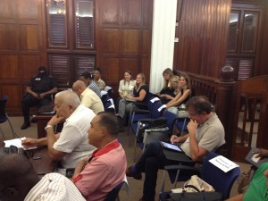 Journalisten in afwachting van het begin van de tweede zittingsdag in de zaak Magnus